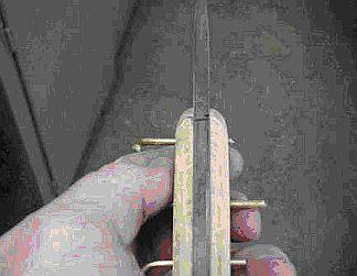 Потом эпоксидной смолой смазал внутренние части деревянных накладок, рукоять ножа и стержни, и...