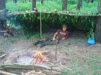 Простейшие укрытия в тайге и густолесье