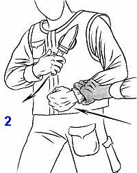 защиту и извлечение ножа можно выполнить и одной рукой