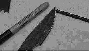 Зачернил клинок маркером, а потом начал передвигать конец сверла по режущей кромке так, что появилась тонкая линия